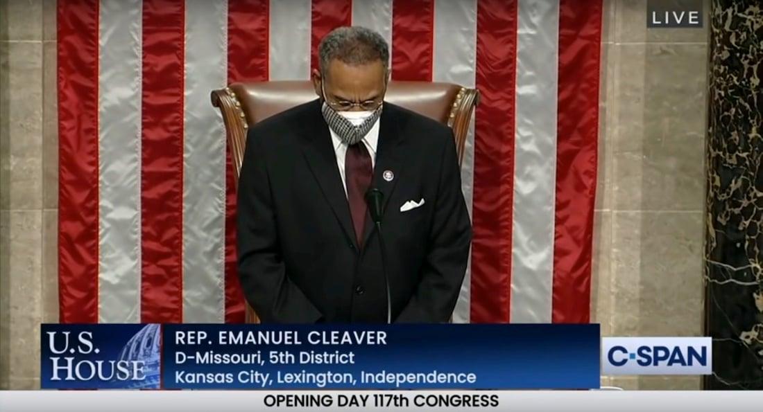 EmanuelCleaver-ClosingPrayer-1stDayOfCongres-117th-2021-0103-AmenAndAwoman-Screenshot-1100px